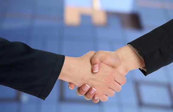 mks-cpa-shake-hands - Myslajek Kemp & Spencer | Accounting and Tax Services - St. Louis Park, MN