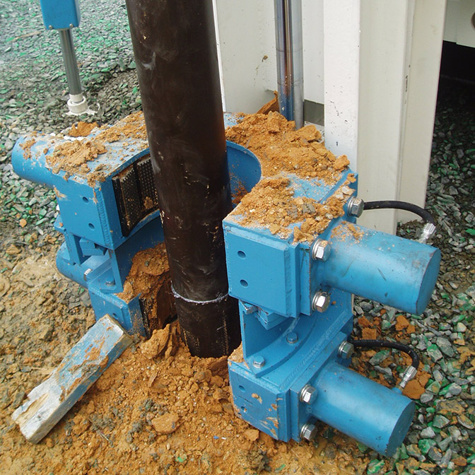 Double Breakout Clamps for a drill rig