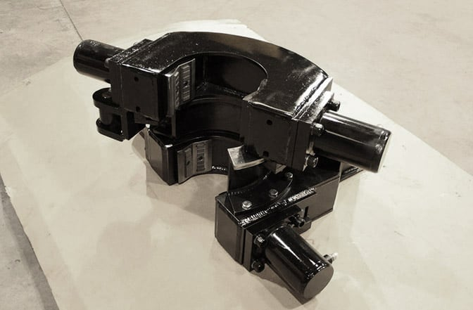 Double breakout clamps