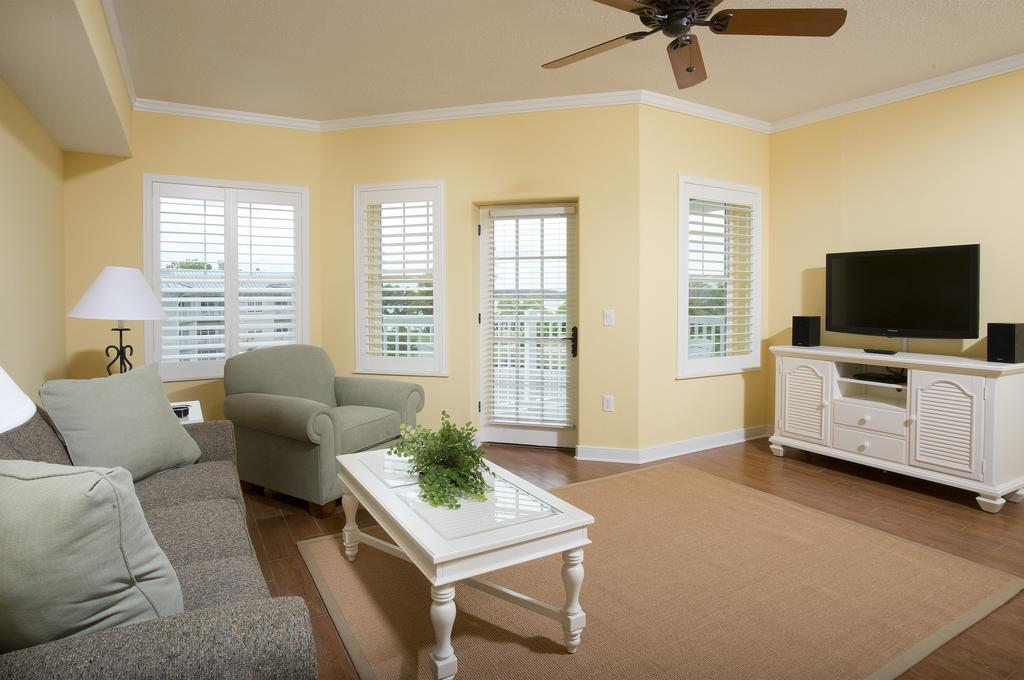 Bluewater by Spinnaker Resorts Living Room