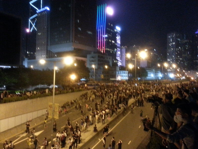 Photo of HK police remove Occupy barricades in Mong Kok