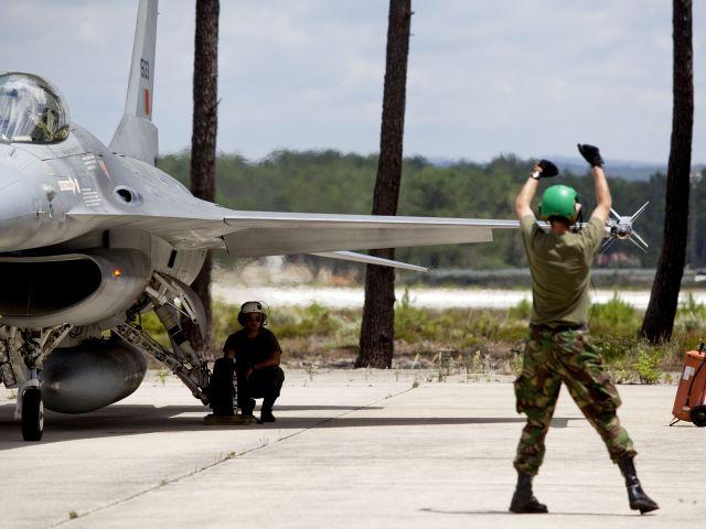 Photo of Portuguese F-16s intercept Russian bombers