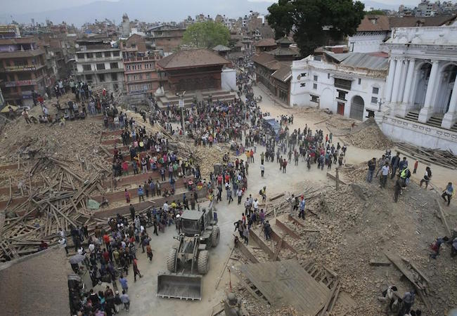 Photo of Death toll climbs to 18 in China following Nepal earthquake