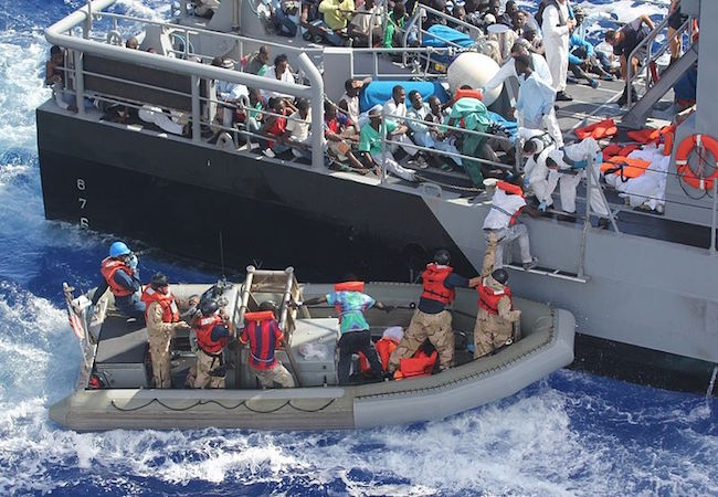 Photo of Unprecedented 1 million refugees, migrants flee to Europe in 2015, UN says