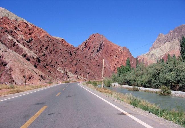 The Karakoram Highway in the Xinjiang region of China (Photo: Courtesy of WikiCommons)