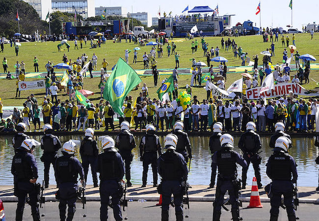 Photo of Rousseff's 'impeachment debate' takes to the streets with thousands turning out