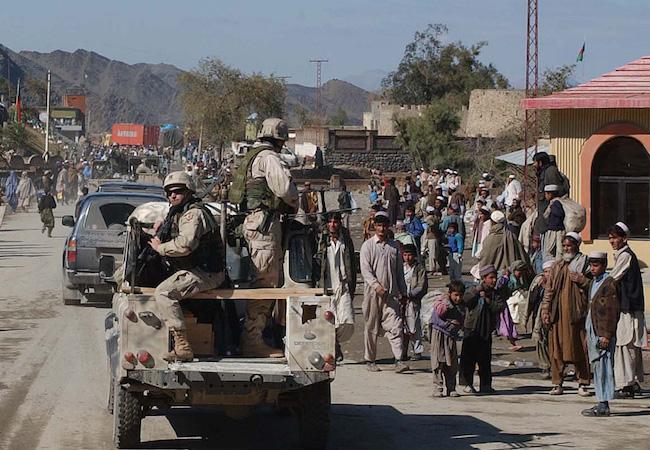 Photo of Pak-Afghan standoff at Torkham: Perils of border security