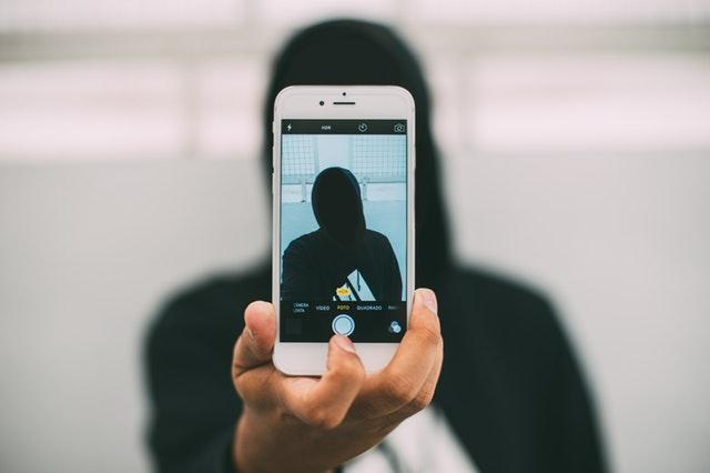 Crook-Selfie-Disguised-in-Black.jpg?time