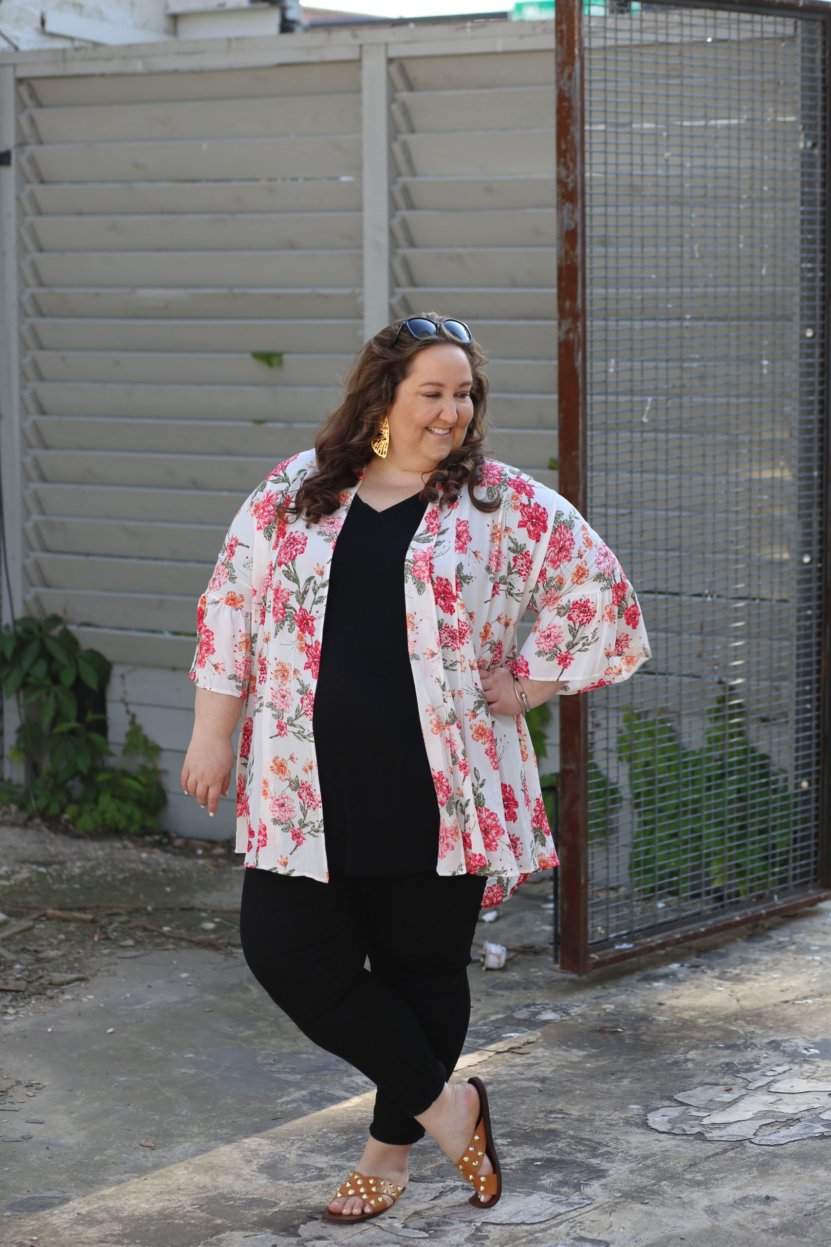 floral kimono, wandering willow boutique, black jeans, plus size style, studded sandals