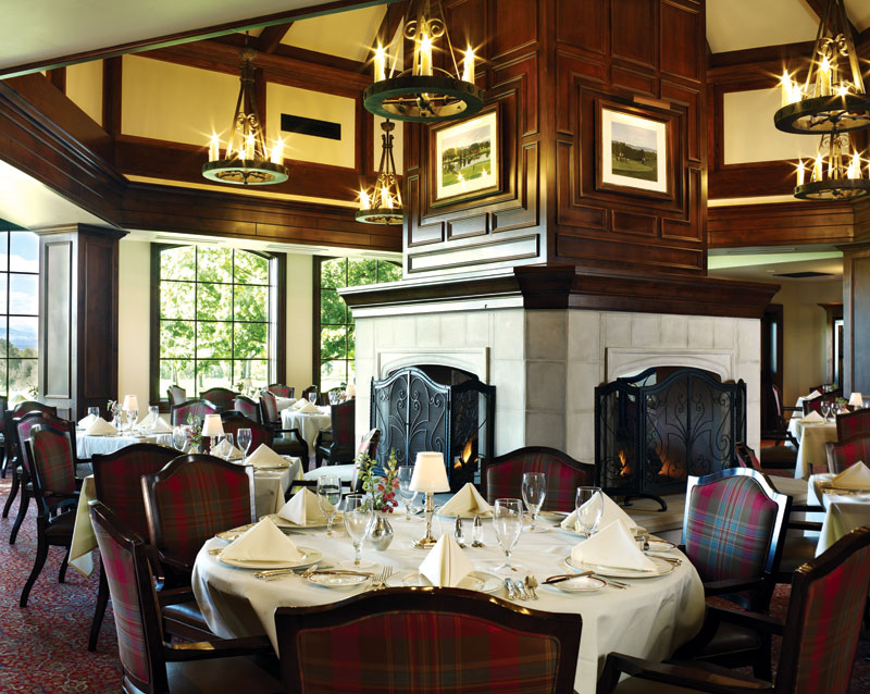 golf club members dining