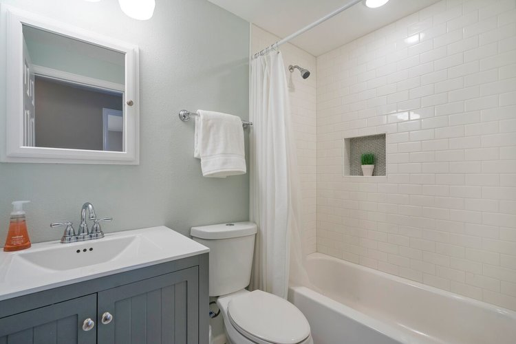 Staging your bathroom to sell