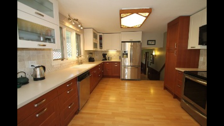 Large kitchen before renovations