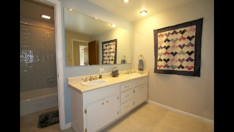Large guest bathroom that will be renovated