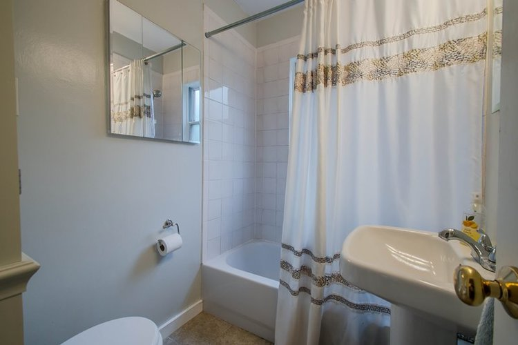 Clean bathroom for potential buyers