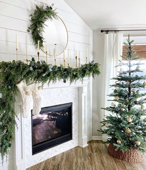 Top 9 Instagram posts of 2019 - LoveResidesHere holiday mantle