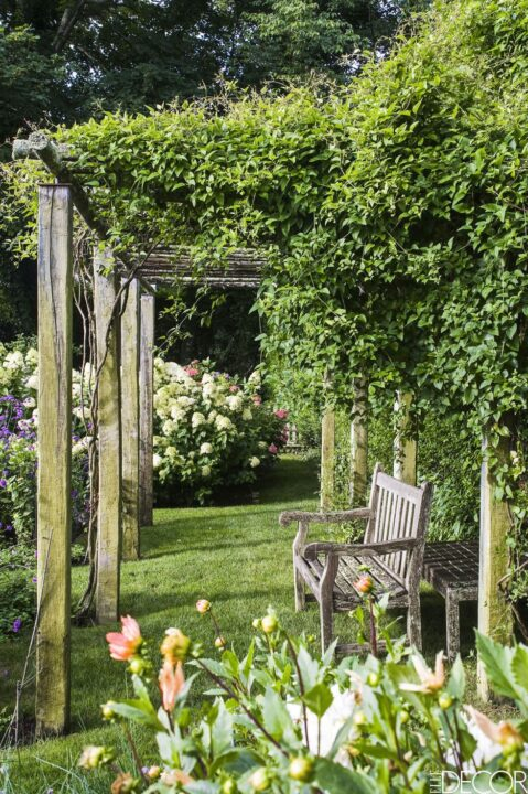 Ina Gartens backyard oasis