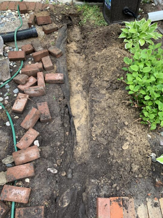 Simple DIY installing a brick border in your garden