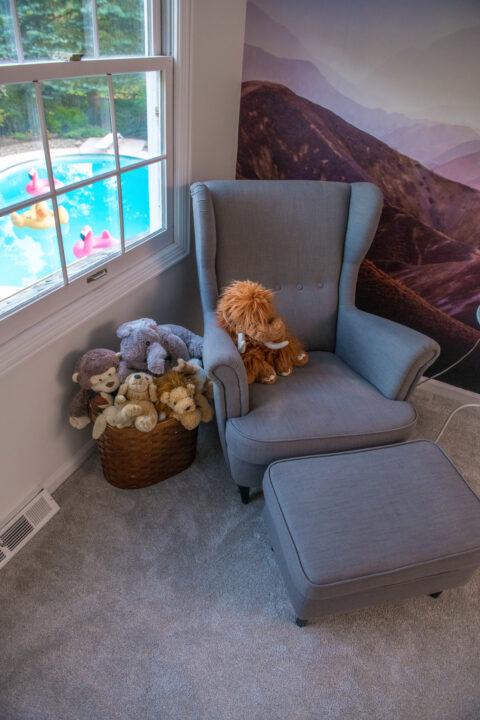Reading nook in boys bedroom