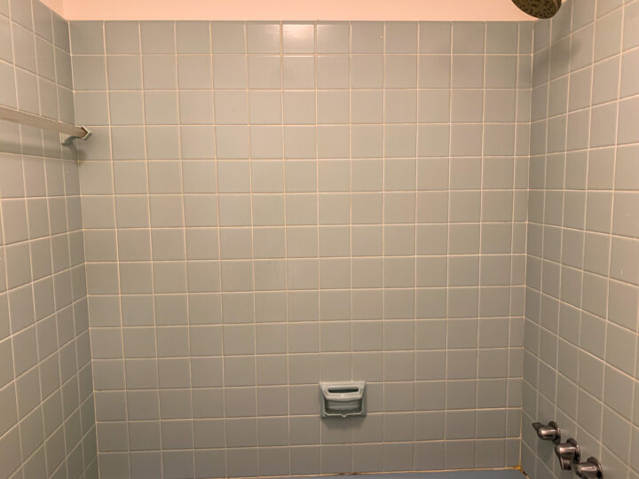 Original blue tile bathroom - How to whiten old grout with vinegar, baking soda and water | Building Bluebird