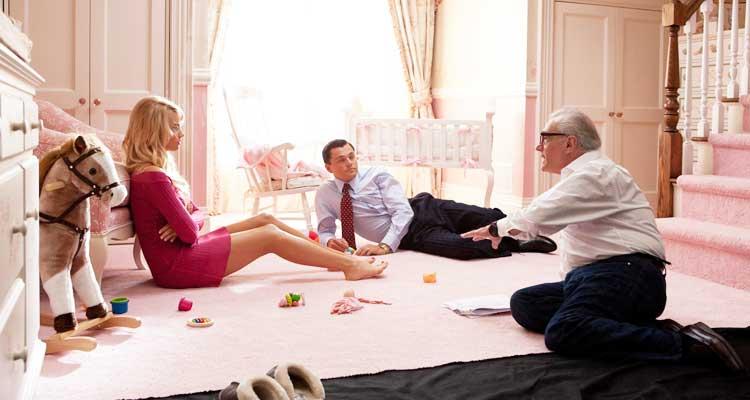 Margot Robbie junto a Leonardo DiCaprio y Martin Scorsese durante el rodaje de «The Wolf of Wall Street» (2013). Fotografía: Cortesía - Paramount