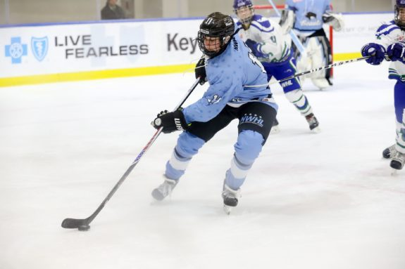 Buffalo Beauts Sign Lisa Chesson