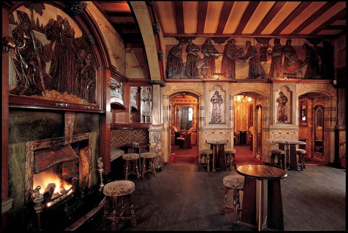 Uncovering the finest architecture in London - The Blackfriar Queen Victoria Street