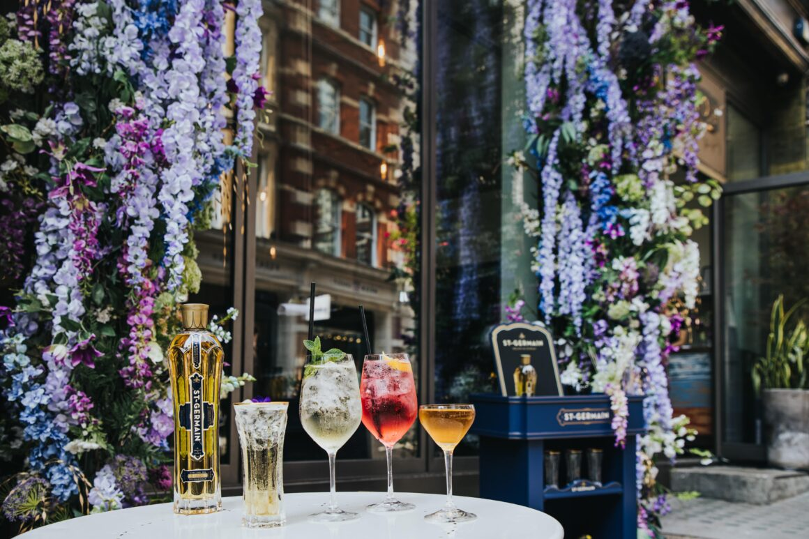 Alfresco drinking in London - St-Germain x The Frog