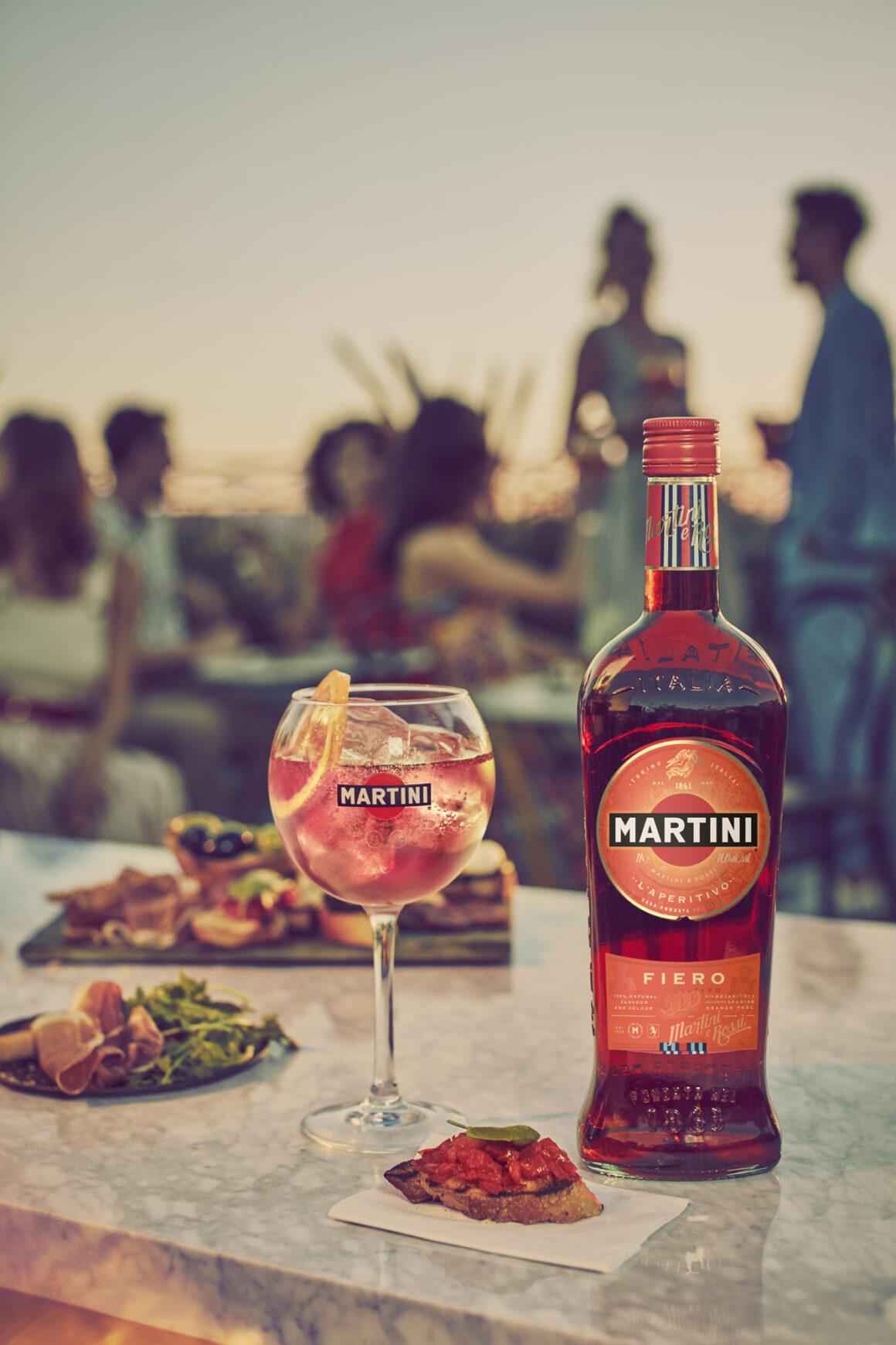 Tips on pre-batching alfresco cocktails - MARTINI Fiero