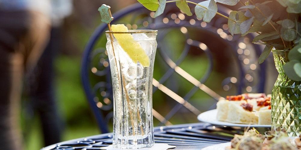 Tips on pre-batching alfresco cocktails - St Germain Spritz
