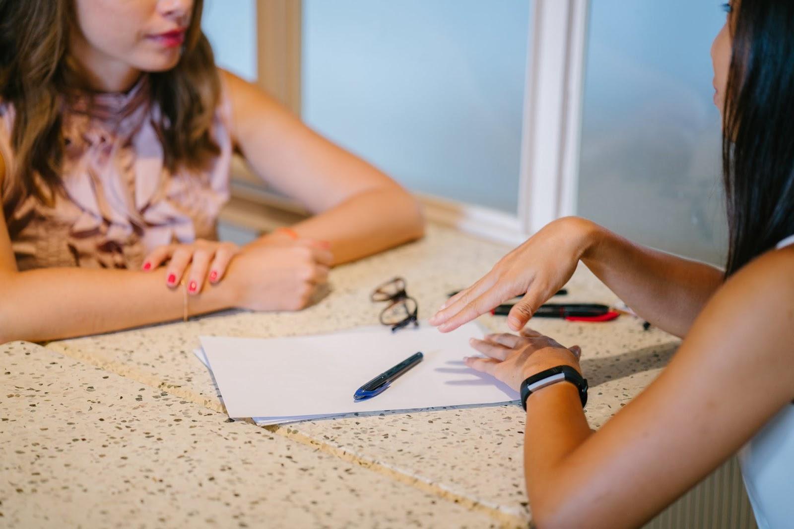 How to get an internship: Two women having an interview at a desk