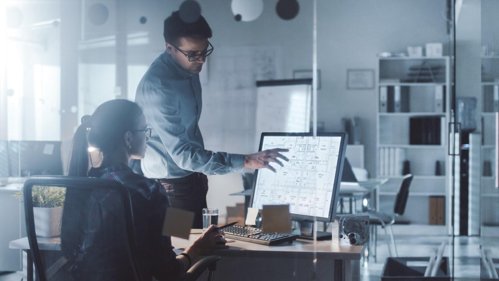 Internship goals: Mentor helping a student at a computer desk