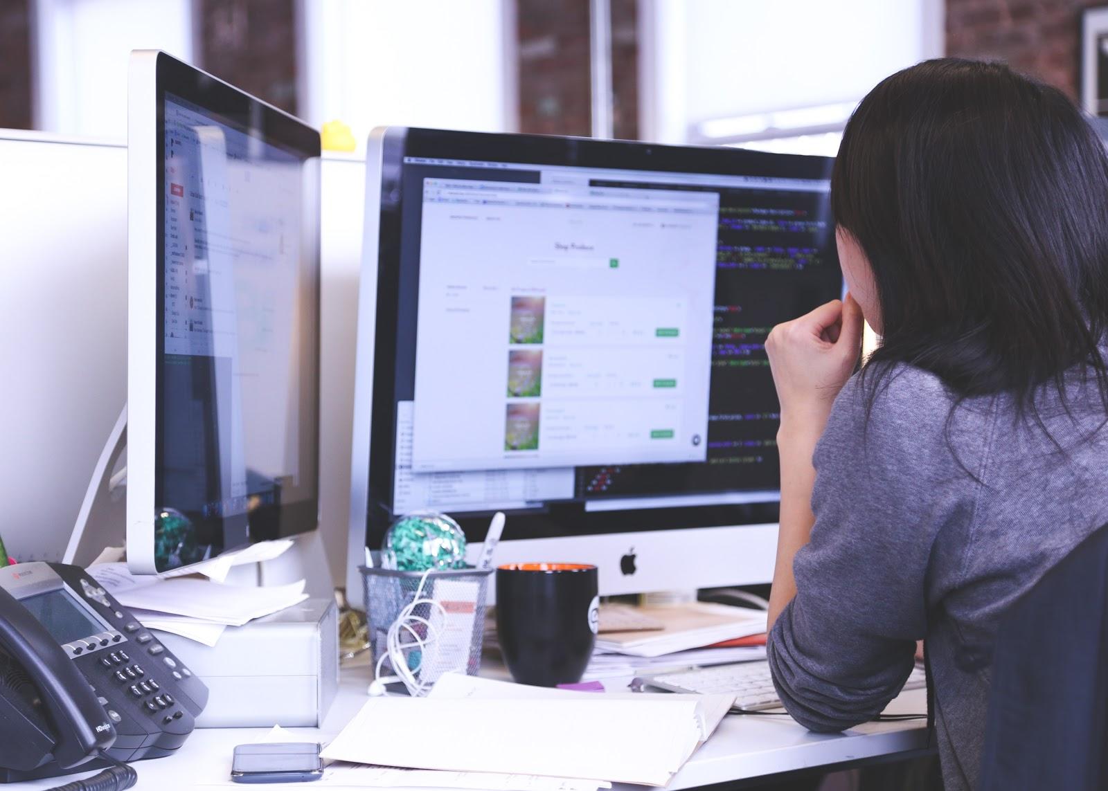 Co-Opvs. Internship: Woman looking at dual computer screens