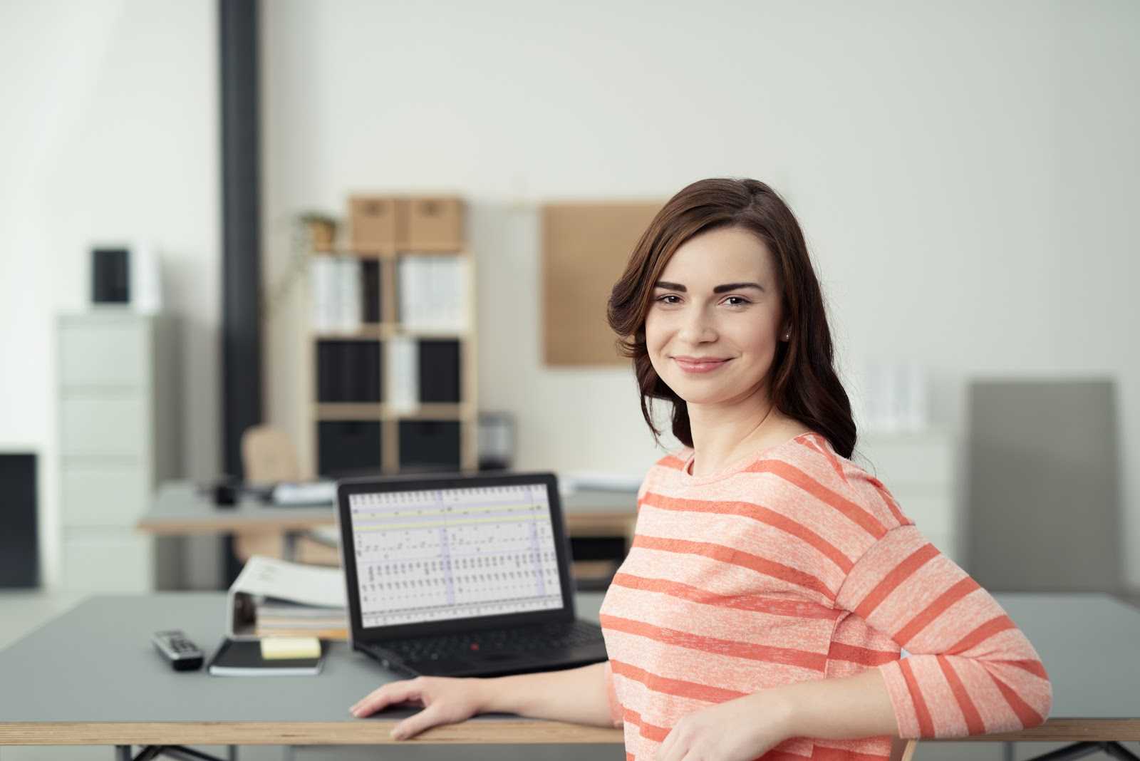 Woman looks for paid internships online