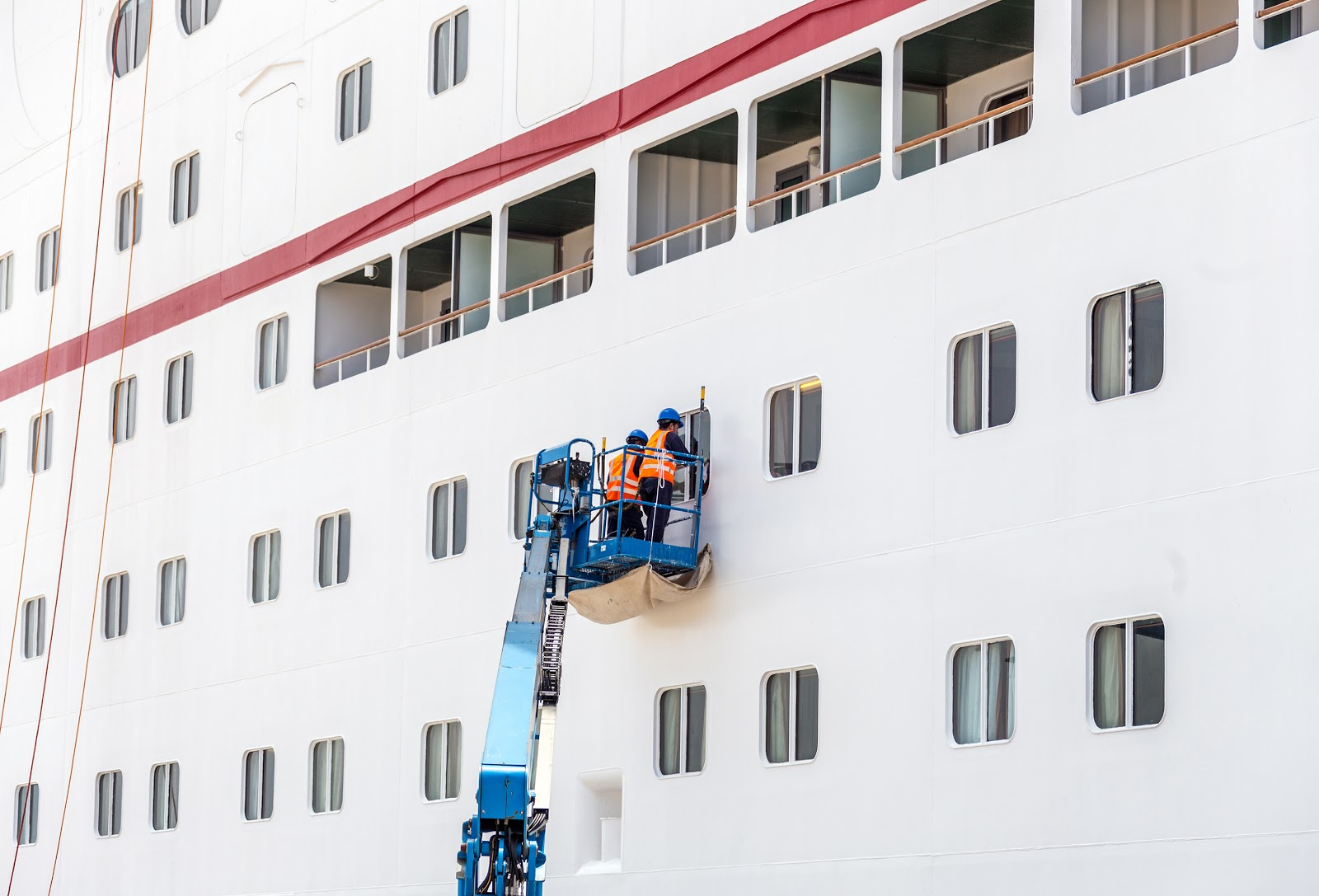 Royal Caribbean internship: Ship crews cleaning the windows