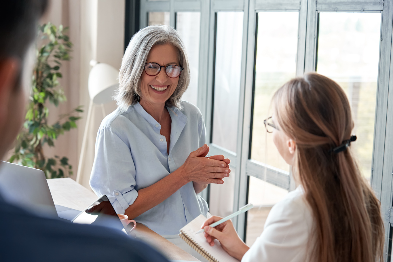 Summer internship: Old woman laughing and talking to a young woman