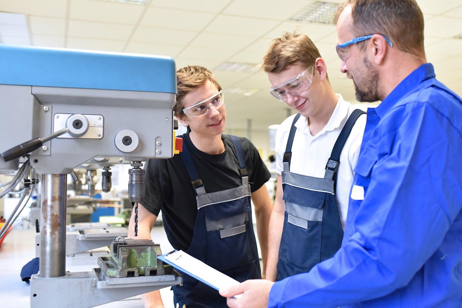 engineering internships: Male engineer training a couple of interns