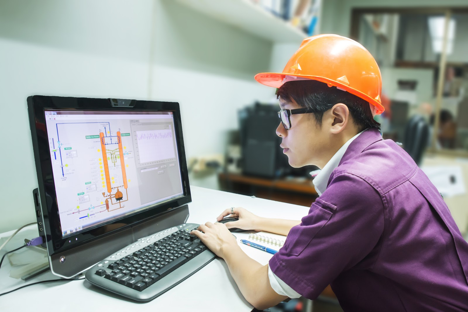 engineering internships: Engineering student reviewing a project on his computer