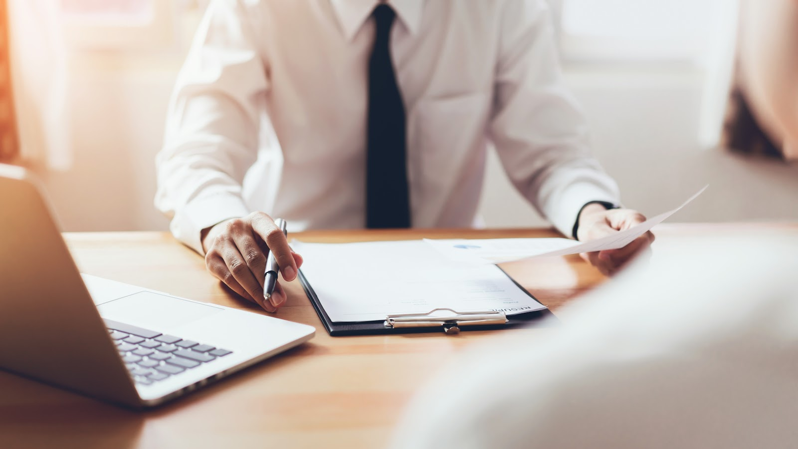 internship resume: Interviewer reviewing a resume