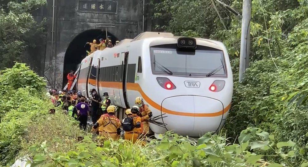 Tayvan'da büyük tren kazası