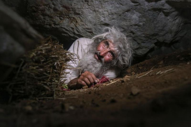 20 yıldır mağarada yaşıyor