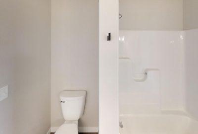 6643-56th-Ave-South-Bathroom(2)