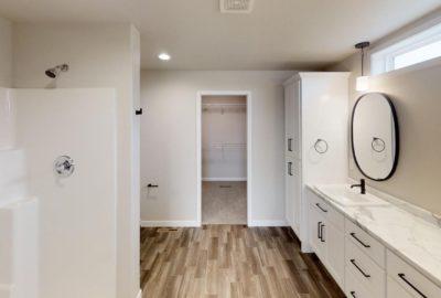 6643-56th-Ave-South-Bathroom(3)