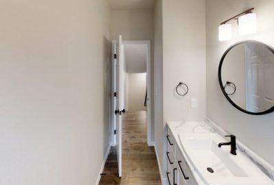 6643-56th-Ave-South-Bathroom(4)