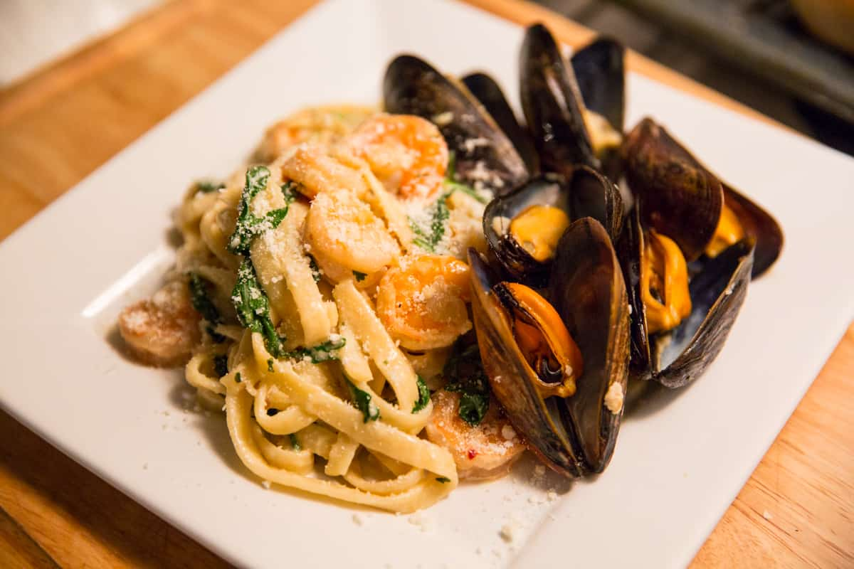 Garlic Butter White Wine Shrimp and Mussels Fettuccine Pasta