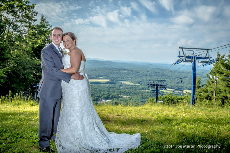 off camera flash was used to create this stunning wedding portrait at a southern NH wedding.