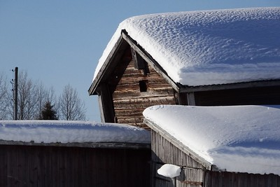 Removing snow from your roof