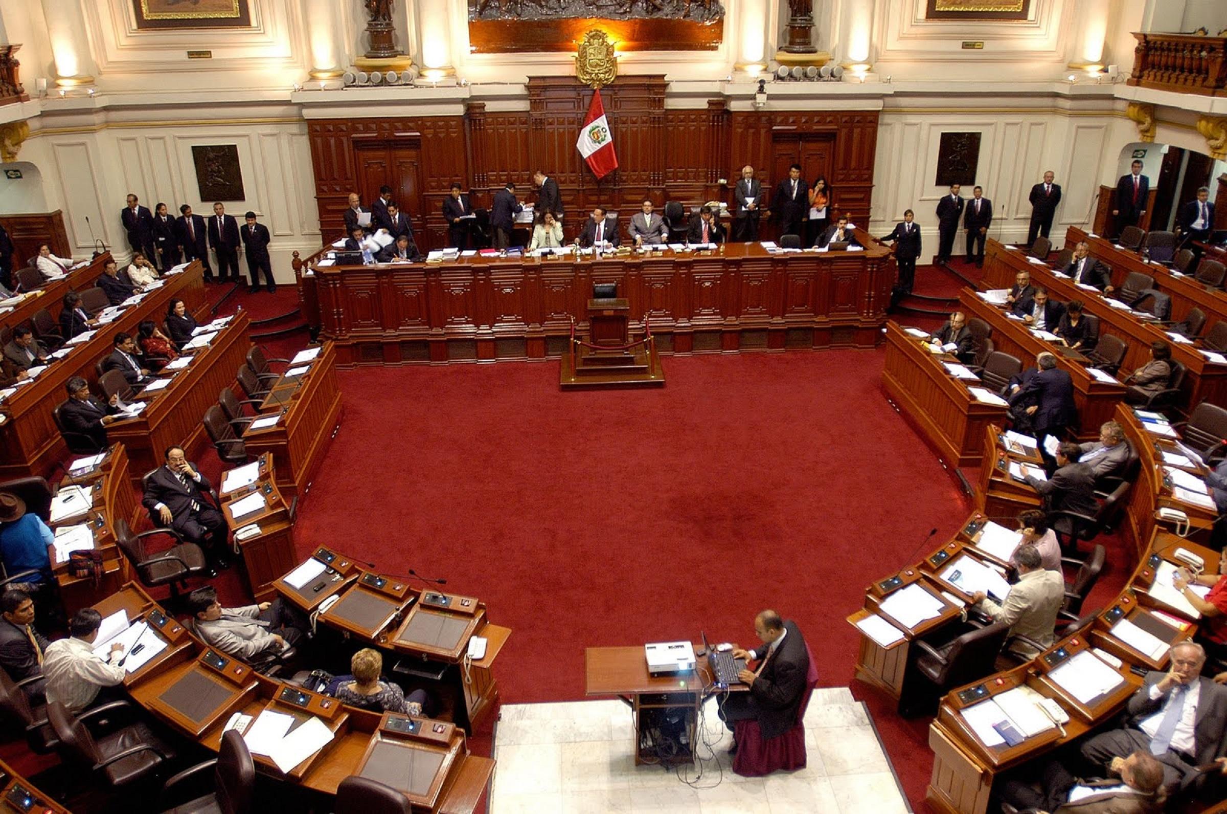 Congreso sesiona para debatir reforma política