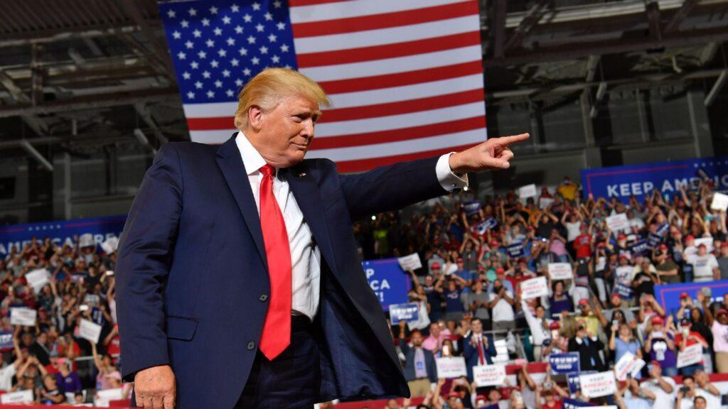 Donald Trump provoca tweets racistas que inflaman a sus seguidores