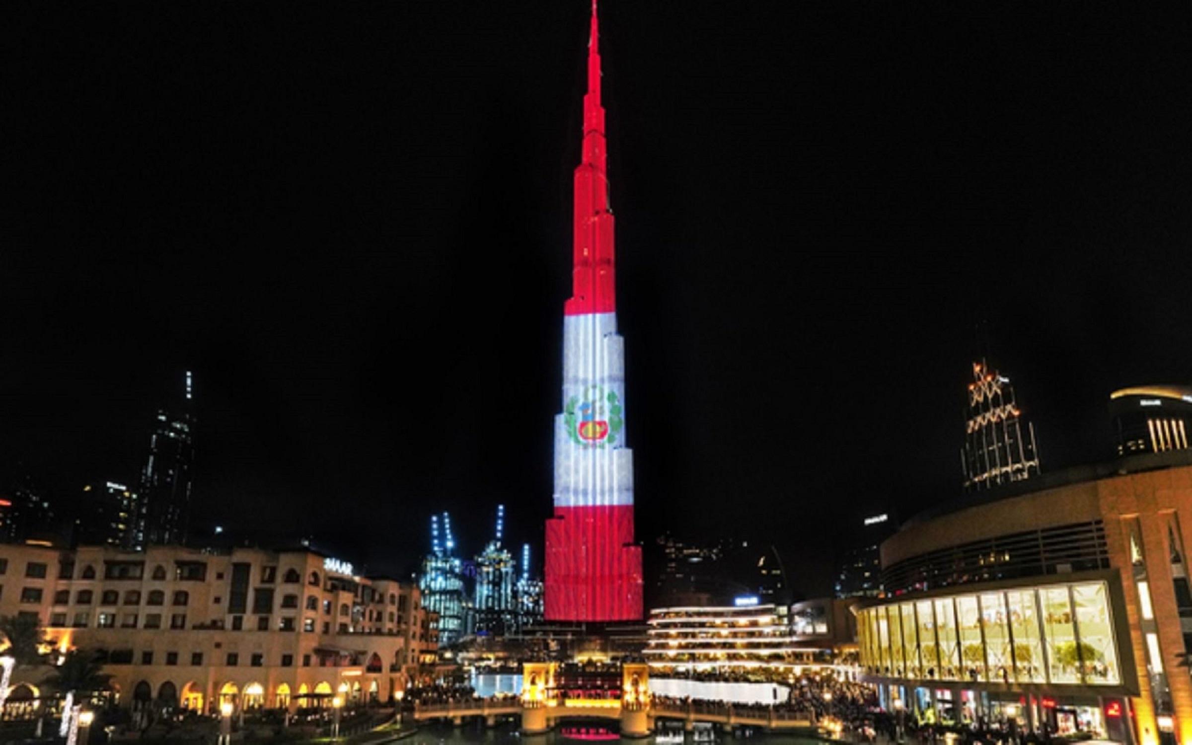 Burj Khalifa se ilumina con bandera peruana