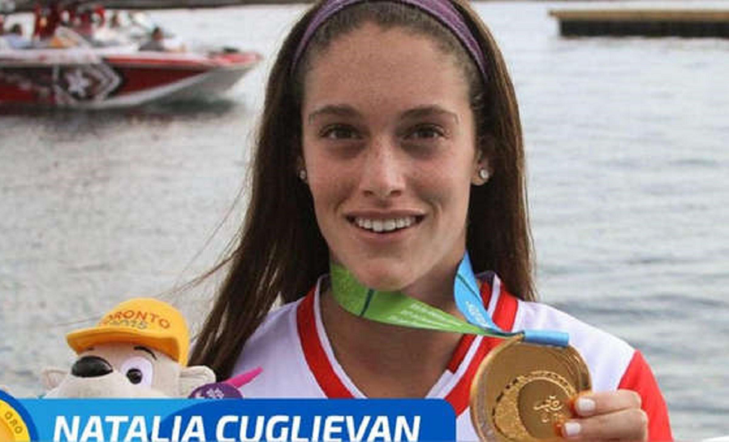 Natalia Cuglievan gana medalla de oro en esquí acuático